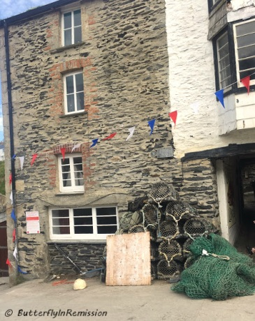 Used as entrance to The Crab & Lobster in Doc Martin